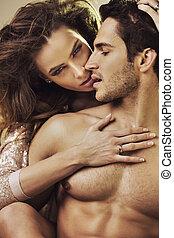 czuciowy, kobieta, dotykanie, jej, boyfriend's, doskonały, ciało