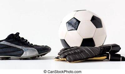 czyścibut, piłka, rękawiczki, białe tło, piłka nożna