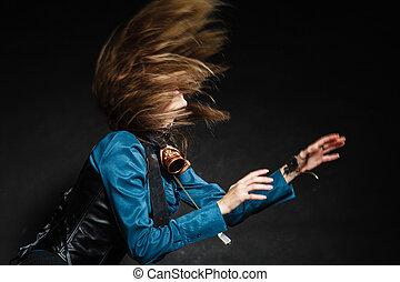 czyn strzelony, od, na, pociągający, kobieta, wahadłowy, jej, hair.