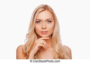 czysty, beauty., piękny, młody, shirtless, kobieta dzierżawa, ręka na podbródku, i, aparat fotograficzny przeglądnięcia, znowu, reputacja, przeciw, białe tło