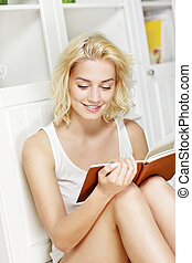 czytanie książka, kobieta, młody, dom