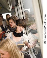 czytanie, na, przedimek określony przed rzeczownikami, autobus