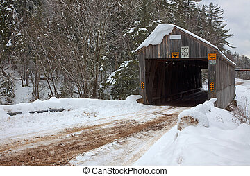 dækket bro, ind, vinter