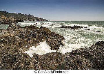 début, point, phare, dans, a, rocheux, accidenté, mer, paysage, dans, cornouailles, angleterre