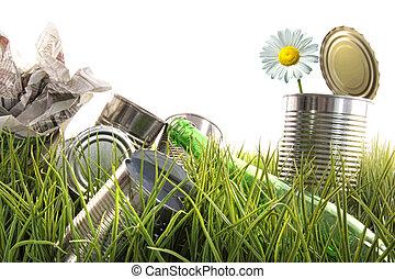 déchets ménagers, herbe, bouteilles, boîtes, vide