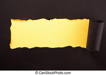 déchiré, jaune, papier, arrière-plan noir, bande, horizontal