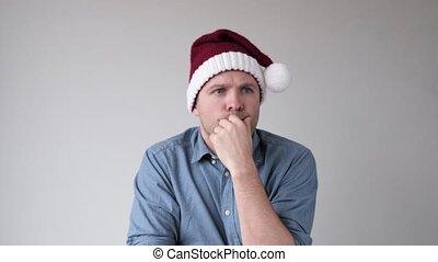 décision, homme, présent, claus, quel, santa, sien, famille, essayer, chapeau, noël., faire