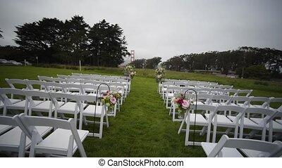 décor, chaises, mariage, ceremony., pelouse, sortant, cérémonie
