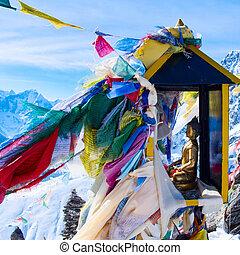 décor montagne, depuis, gokyo, ri, à, prière, drapeaux, -, népal