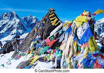 décor montagne, depuis, gokyo, ri, à, prière, flags., népal