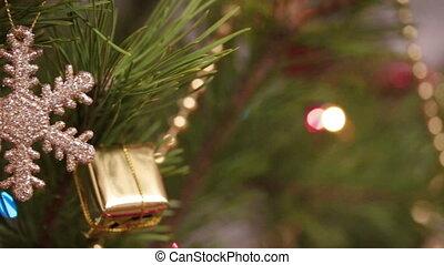 décoratif, coup, arbre, -, flocon de neige, décoré, chariot, guirlandes, clignotant, noël