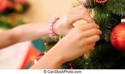décoratif, doré, étoile, closeup, arbre, vidéo, 4k, femelle transmet, mettre, noël