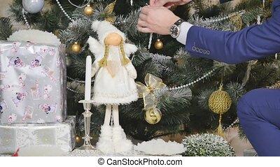 décoratif, gros plan, jouet, arbre, balle, branche, pendre, noël, homme