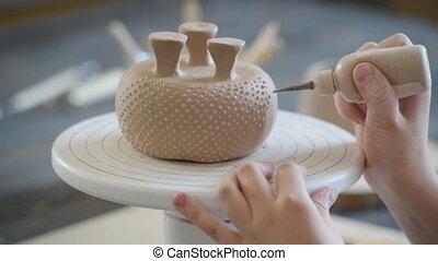 décorer, poterie, studio., vase., enfants, argile, processus, enfant