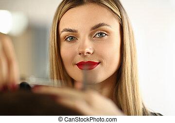 découpage, femme, styliste coiffure, beau, portrait, cheveux