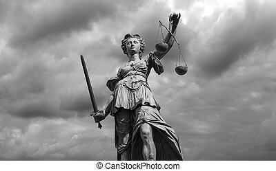 déesse, statue, justice, ciel, nuageux, arrière-plan noir, blanc, (justitia)