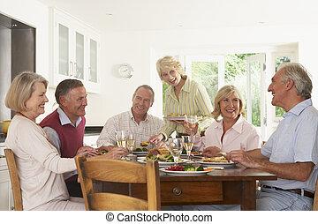 déjeuner, apprécier, amis, ensemble, maison