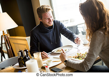 déjeuner, couple, avoir, jeune, restaurant