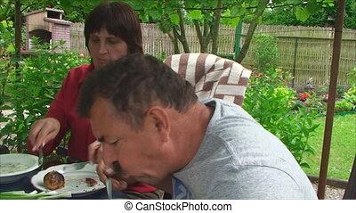 déjeuner, couple, manger, jardin