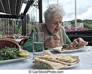 déjeuner, femme aînée, café, avoir