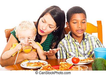 déjeuner, pizza, femme, avoir, enfants