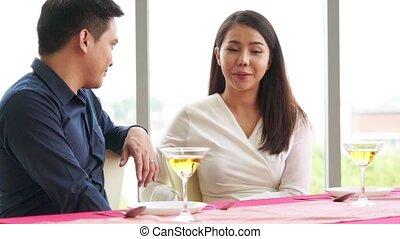 déjeuner, romantique coupler, heureux, restaurant, manger