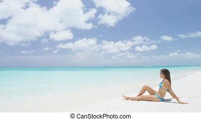 délassant, bikini, vacances, plage, bronzage, femme