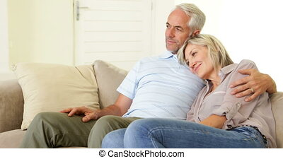 délassant, couple, ensemble, divan
