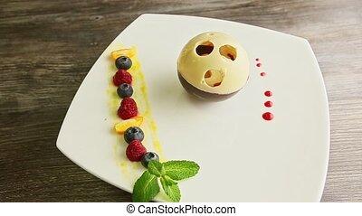 délicieux, chocolat, tourne, plaque, vue, sommet, dessert, boule-façonné, blanc