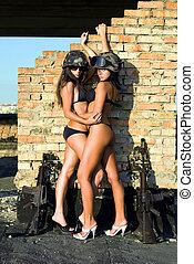 dénudée, deux femmes