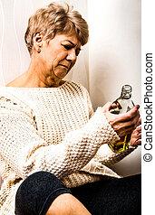 dépendance, personne âgée femme, alcool