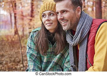 dépenser, couple, heureux, forêt, jour