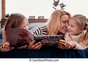 dépenser, famille heureuse, ensemble, temps