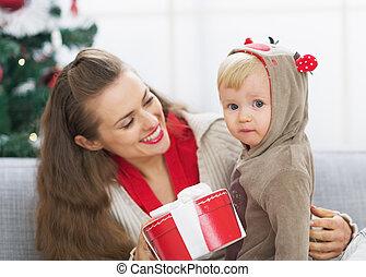 dépenser, temps, ensemble, mère, bébé, noël, heureux