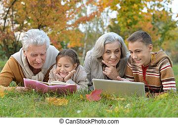 dépenser, temps, parents, petits-enfants, grandiose