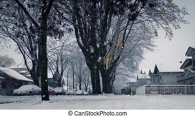 déplacer au-delà, maisons, dans, lourd, chute neige