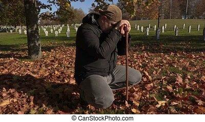 déprimé, automne, homme, cimetière, béquille