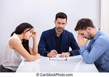 déprimé, couple, séance, devant, juge