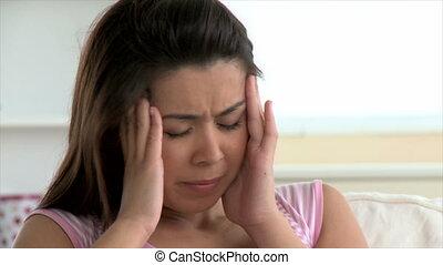 déprimé, femme, asiatique, mal tête