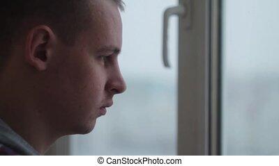 déprimé, thé, triste, fenêtre, maison, boire, homme