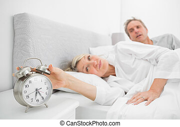 désactivation, reveil, associé, lit, horloge, femme