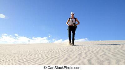 désert, marche, bas, dune, 4k, femme, sable