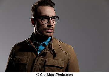 désireux, regarder loin, quoique, porter, macho, lunettes