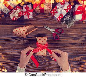 détail, de, femme, mains, emballage, noël dons