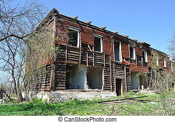 détruit, two-storeyed, vieux, maison bois