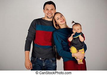 développement, fille, peu, affaires femme, mère, père, bras haut, grand, arrière-plan., concept:, étreint, petit, girl, revêtu, blanc, man.
