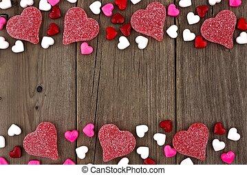 día de valentines, corazón formó, dulce, doble, frontera, en, un, rústico, madera, plano de fondo