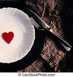 día de valentines, posponga colocación, con, placa blanca, tenedor, cuchillo, y, corazón rojo, en, viejo, rústico, plano de fondo, endurecer la imagen, en, vendimia, estilo