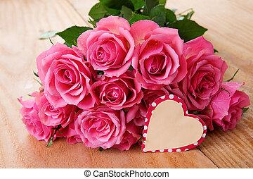 rosa madres de madera encima rosas plano de fondo mesa día
