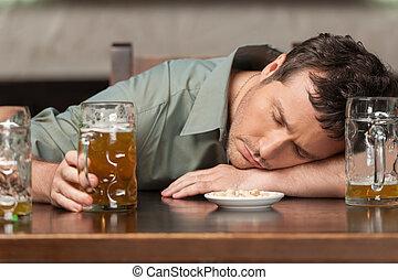 dírka, muži, responsibly., opilý, nápoj, hostinec, jeho, uzavřený, portrét, sedění